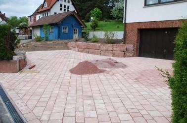 Außenanlagen mit Natursteinarbeiten – Aura
